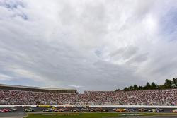 Pace lap: Brad Keselowski, Penske Racing Dodge and Clint Bowyer, Richard Childress Racing Chevrolet lead the field