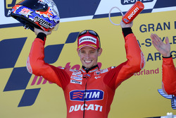 Подиум: победитель гонки - Кейси Стоунер, Ducati Marlboro Team