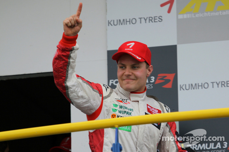 Podio: ganador de la carrera Valtteri Bottas, ART Grand Prix Dallara F308 Mercedes