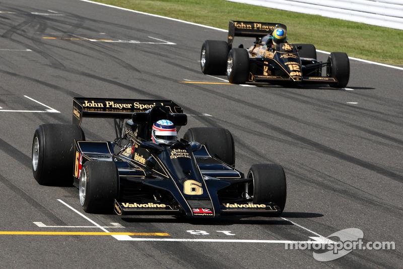 Takuma Sato, 1976 Lotus Ford van Gunnar Nilson en Bruno Senna, Hispania Racing F1 Teamin de 1986 Lotus Renault Turbo van Ayrton Senna