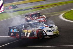 Sam Hornish Jr., Penske Racing Dodge and Kasey Kahne, Richard Petty Motorsports Ford crash