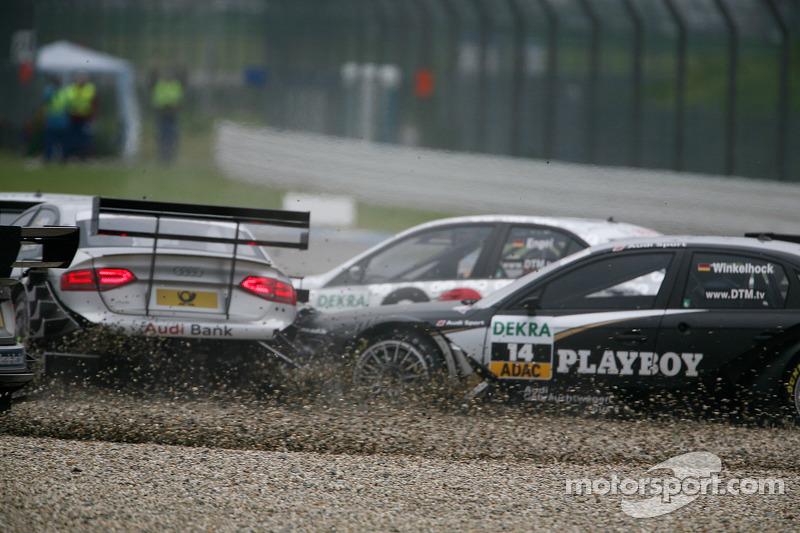 Crash bij de start: Markus Winkelhock, Audi Sport Team Rosberg Audi A4 DTM, Katherine Legge, Audi Sp