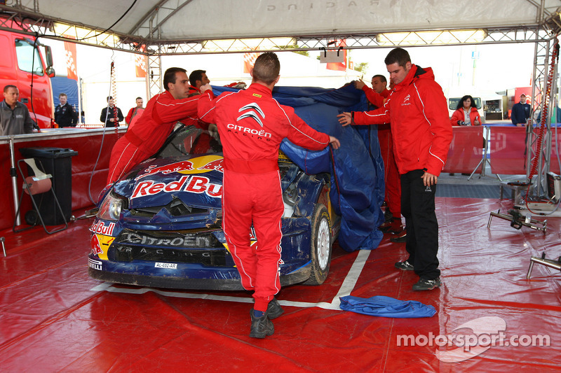 Crashauto van Kimi Raikkonen en Kaj Lindstrom, Citroën C4 WRC, Citroën Junior Team
