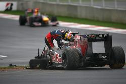 Sebastien Buemi, Scuderia Toro Rosso, accident