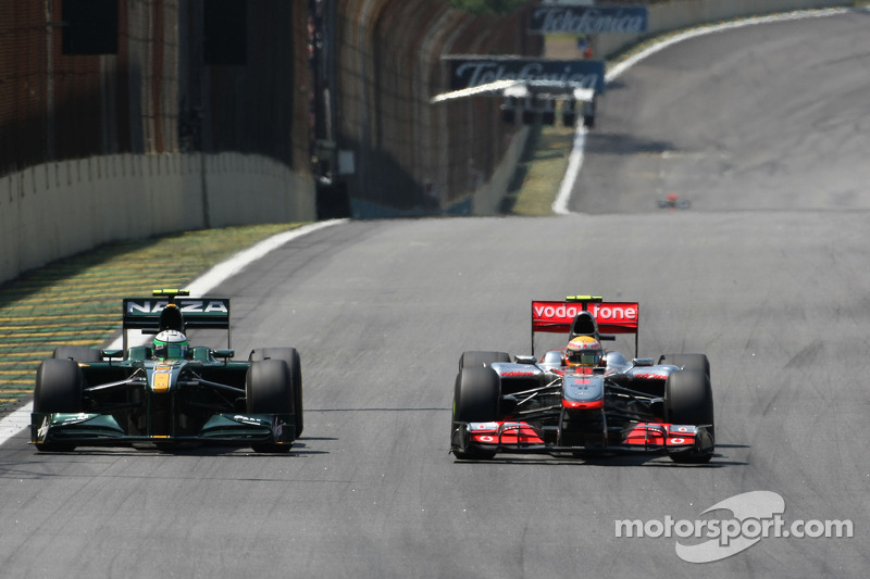 Heikki Kovalainen, Lotus F1 Team y Lewis Hamilton, McLaren Mercedes