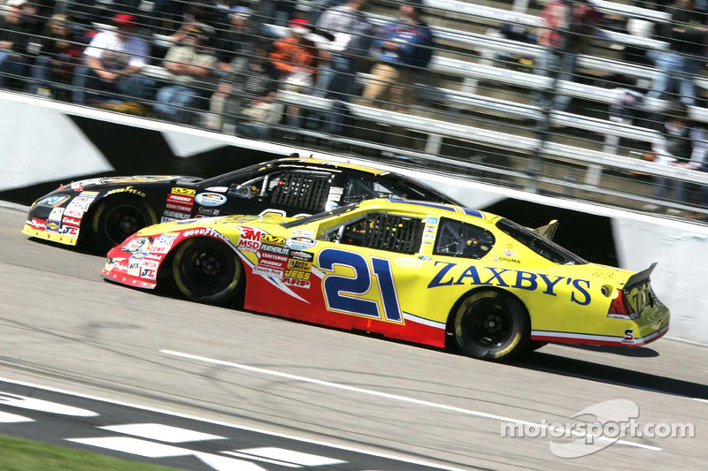 Clint Bowyer en Parker Kligerman