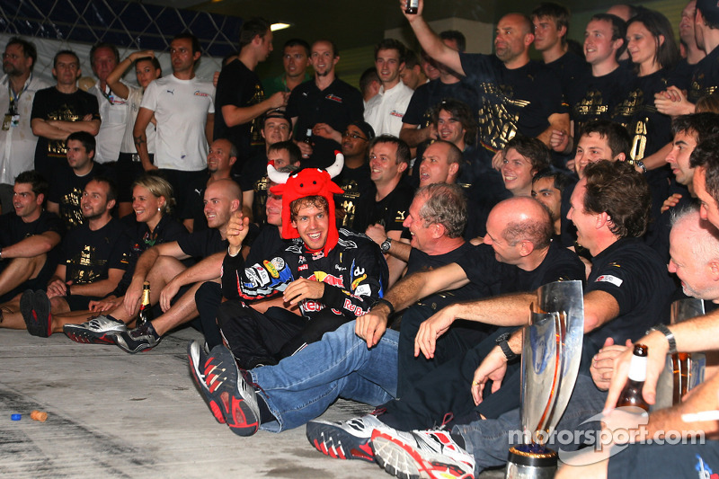 Race winner and 2010 Formula One World Champion Sebastian Vettel, Red Bull Racing, celebrates with his team