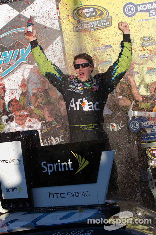 Victory lane: race winnaar Carl Edwards, Roush Fenway Racing