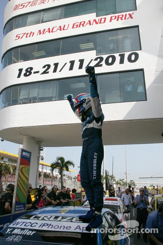 Wereldkampioen Yvan Muller, Chevrolet, Chevrolet Cruze LT