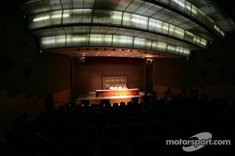 Persconferentie: Gary Paffett, Team HWA AMG Mercedes C-Klasse, pole Paul di Resta, Team HWA AMG Merc