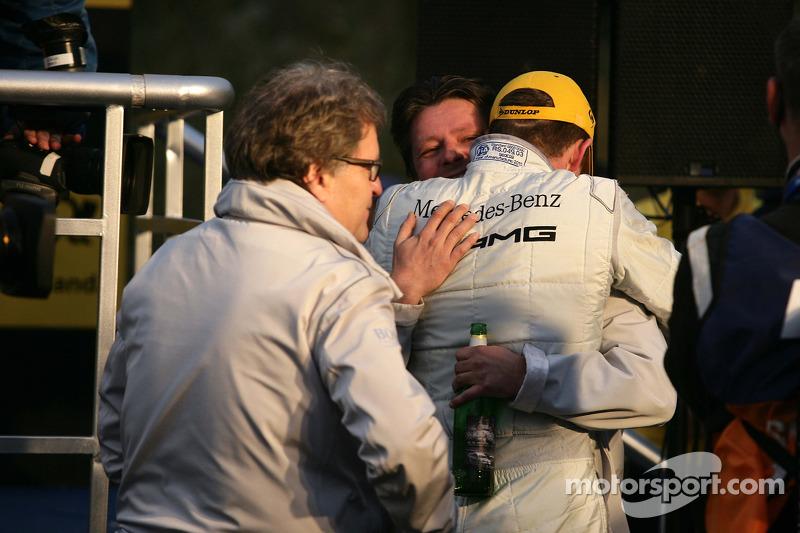 DTM 2010 kampioen Paul di Resta, Team HWA AMG Mercedes viert feest