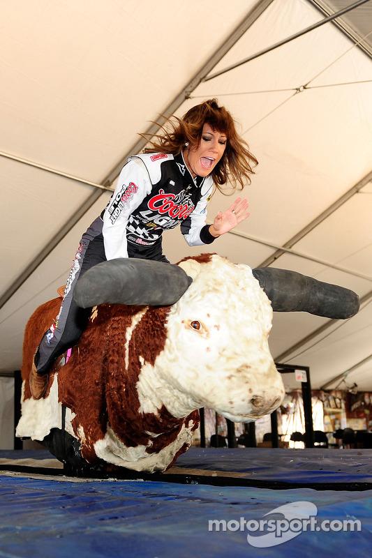 Miss Coors Light Rachel Rupert bezoekt National Final Rodeo Cowboys
