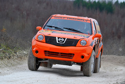 Team Dessoude: Honghzi Guo and Denis Schurger test the Nissan Pathfinder T1