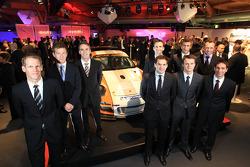 Les pilotes d'usine Porsche Jörg Bergmeister, Patrick Long, Timo Bernhard, Romain Dumas, Richard Lietz, Marco Holzer, Marc Lieb, Patrick Long et Wolf Henzler