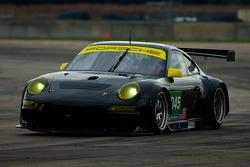 #045 Flying Lizard Motorsports Porsche 997 GT3 RSR: Jörg Bergmeister, Patrick Long