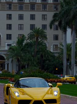 Ferrari Enzo вирушає на вулиці Вест Палм-Біч
