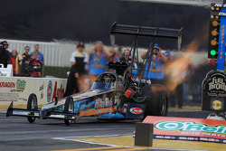 Steve Chrisman piloting his Nitro Fish McKinney Top Fuel Dragster