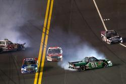 Justin Lofton, Germain Racing Toyota and David Starr, SS Green Light Racing Toyota crash