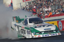 Mike Neff during his burnout in his Castrol GTX Ford Mustang