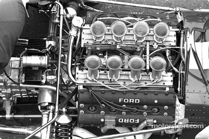 Le moteur Ford DFV V8 3.0L à l'arrière de la Lotus 49.
