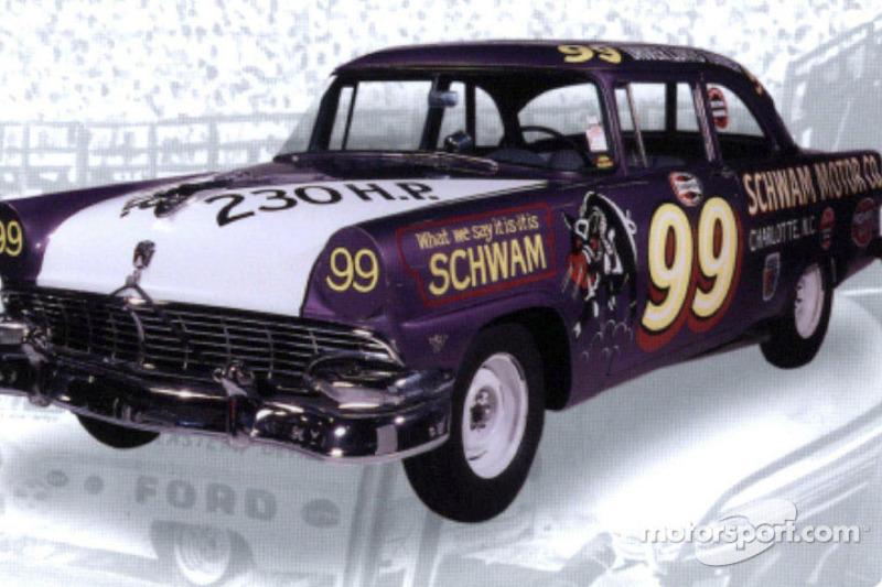 Los Hogs púrpuras eran primera fábrica de Ford con autos stock de NASCAR; fueron construidos en Dearborn y se corrieron por primera vez en la temporada 1955