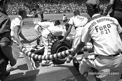 Ford hired the Wood Brothers pit crew to give Jim Clark rapid service during the 1965 Indy 500