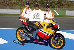 Casey Stoner, Repsol Honda Team, Andrea Dovizioso, Repsol Honda Team, Dani Pedrosa, Repsol Honda Team posent pour la campagne de sécurité de Honda