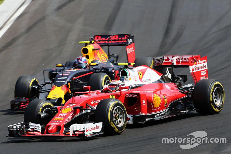 Kimi Raikkonen, Ferrari SF16-H y Max Verstappen, Red Bull Racing RB12 batallan por la posición
