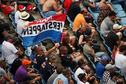 Max Verstappen fans en vlaggen op de tribune