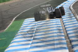 Nico Rosberg, Mercedes AMG F1 W07 Hybrid, mit Funkenflug
