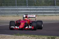 Esteban Gutierrez, a Ferrari a 2017-es specifikációjú Pirelli abroncsait teszteli