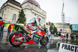 Stefan Bradl, Aprilia Racing Team Gresini en el desfile de MotoGP