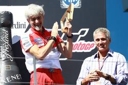 Podium: Gigi Dall'Igna, Ducati Team y Mick Doohan