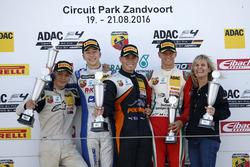 Podium: Sieger Joseph Mawson, Van Amersfoort Racing; 2. Mike David Ortmann, Mücke Motorsport; 3. Mick Schumacher, Prema Powerteam; Bester Junior Lirim Zendeli, Mücke Motorsport