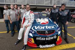 Craig Lowndes, Triple Eight Race Engineering Holden, 600. Supercars yarışını kutluyor