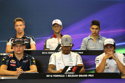 Max Verstappen, Red Bull Racing,;Lewis Hamilton, Mercedes AMG F1 Team; Fernando Alonso, McLaren Honda