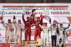 GT500-Podium: Sieger #38 Team Zent Cerumo, Lexus RC F: Yuji Tachikawa, Hiroaki Ishiura; 2. #36 Team Tom's, Lexus RC F: Daisuke Ito, James Rossiter; 3. #46 Mola, Nissan GT-R: Satoshi Motoyama, Mitsunori Takaboshi
