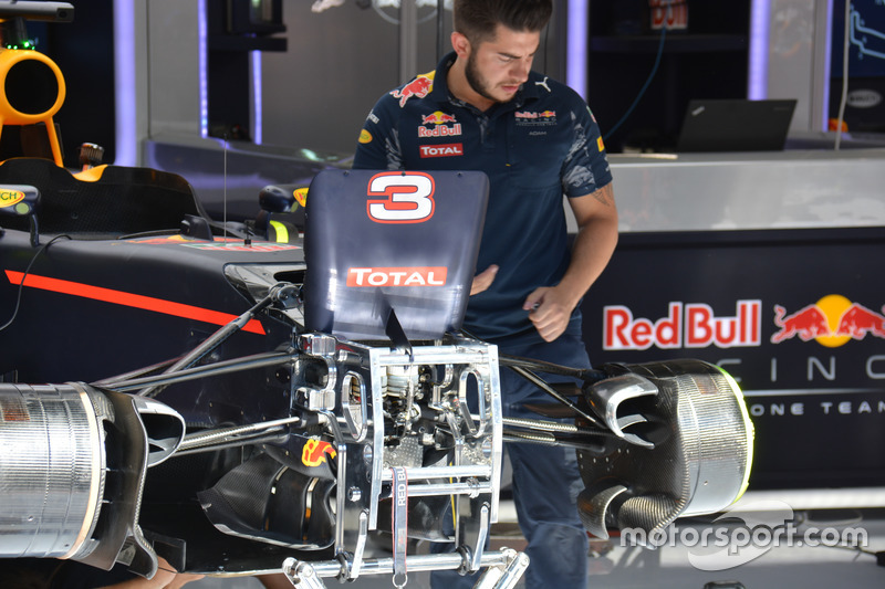 Red Bull Racing RB12, ophanging