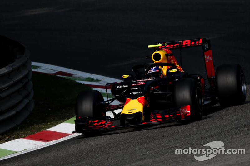 Max Verstappen, Red Bull Racing RB12 Halo kokpit ile