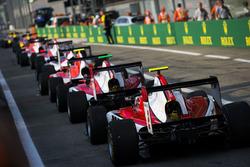 Ниреи Фукудзуми, ART Grand Prix в очереди за Ником де Врисом, ART Grand Prix и другими машинами GP3