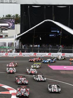 #8 Audi Sport Team Joest Audi R18 e-tron quattro: Lucas di Grassi, Loic Duval, Oliver Jarvis leads