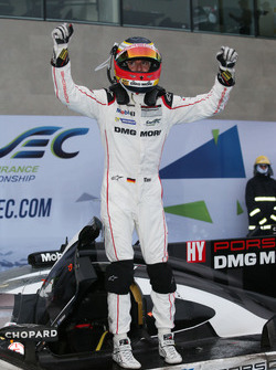 Sieger #1 Porsche Team, Porsche 919 Hybrid: Timo Bernhard in parc ferme
