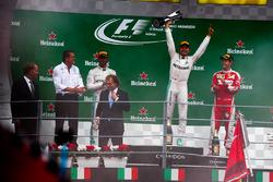 Podium: segundo, Lewis Hamilton, Mercedes AMG F1; ganador, Nico Rosberg, Mercedes AMG F1; tercero, Sebastian Vettel, Ferrari
