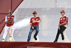 Maurizio Arrivabene, Ferrari Team Principal; Kimi Seb