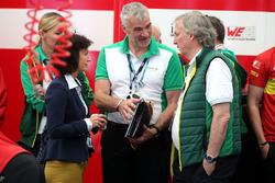 Monika Schreiner, LGT Group, mit Peter Gutzmer, ABT Schaeffler Audi Sport,