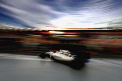 Felipe Massa, Williams FW38 Mercedes, deja el garaje