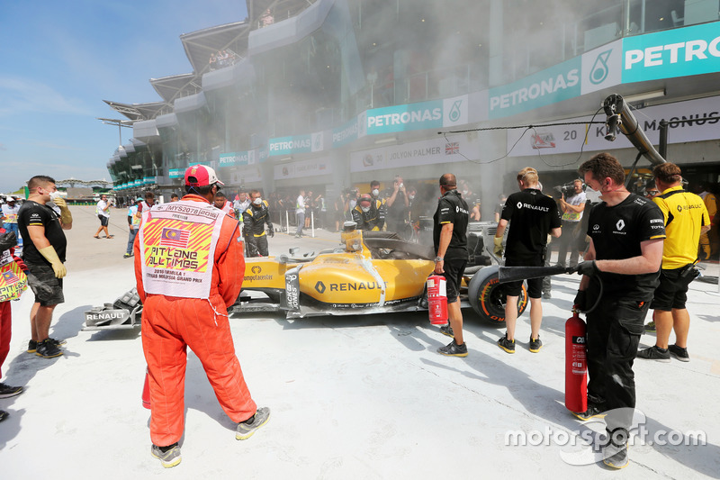 El coche de quemado de Kevin Magnussen, Renault Sport F1 Team RS16
