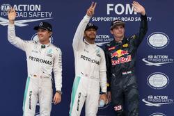 Ganador de la pole Lewis Hamilton, Mercedes AMG F1 Team, segundo  Nico Rosberg, Mercedes AMG F1 Team, y el tercer clasificado  Max Verstappen, Red Bull Racing