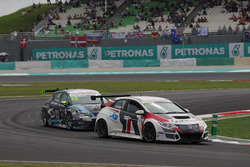 Roberto Colciago, Honda Civic TCR, Target Competition en Dusan Borkovic, Seat Leon, B3 Racing Team Hungary