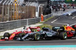 Себастьян Феттель, Ferrari SF16-H, Ніко Росберг, Mercedes AMG F1 W07 Hybrid, та Макс Ферстаппен, Red Bull Racing RB12